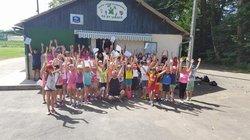 les enfants de l école primaire en visite au stade ,pour découvrir le football - Association Sportive de Saint-Viance