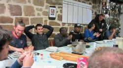 après l entrainement,repas au club house,avec nos arbitres - Association Sportive de Saint-Viance