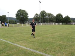 d'entrée de jeu, Grégoire BEAUDOT se fait remarquer par l'arbitre !!! carton rouge !!!! - E.S. TOULON