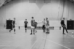 Seniors à l'entrainement (Gymnase Louataux mardi 5 décembre). - Football Club de champagnole