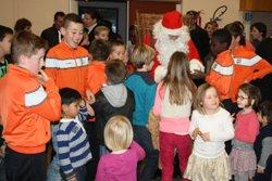 14-12-2014 - L'arrivée du Père-Noël dans la salle d'accueil - Football Club Montfaucon Morre Gennes La Vèze