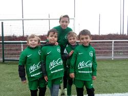 Ecole de football - Les tout petits U6 avec les jeunes éducateurs du club - FC Rambouillet Yvelines