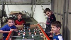 ... au tour des U6 U7 de faire du Futsal ! ... et du baby foot... - FOOTBALL CLUB VALLEE DE LA DORDOGNE