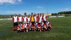LES SENIORS B AVEC LEUR BELLE COUPE - FOOTBALL CLUB DE SILLERY