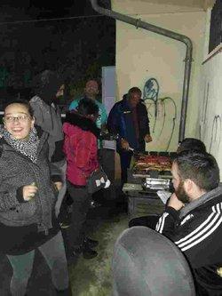 Grillades sous la pluie après la rencontre du VAC 2. Rien ne les arrête!!! - Vernajoul Athlétic Club