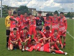 Lundi 21 Mai 2018, les U15 du VFC remportent la Coupe Bellaches (Coupe du Cher des U15) contre le Bourges 18, sur le score de 4 à 2 (1-0, 1-1, 2-1, 3-1, 4-1 et 4-2) - VIERZON FOOTBALL CLUB