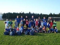 Remise des sacs aux joueurs de l'école de foot - amicale sportive de saint-yvi