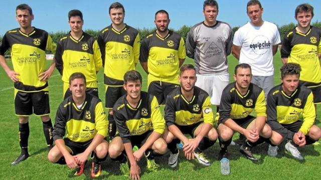 L'équipe de foot de Plounéventer au 2ème tour de coupe de France